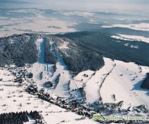 Pozemky Čenkovice - letecký snímek, vpravo pozemky k prodeji